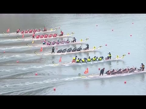 Six youth teams compete for men's 100m dragon boat racing in central China