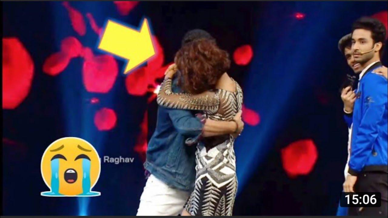 Download raghav juyal kissing shakti mohan •  raghav juyal comedy