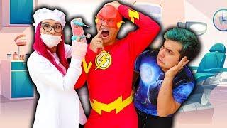 MALOUCOS FINGE BRINCAR DE DENTISTA COM SUPER HERÓI FLASH - Pretend Play Dentist Toy
