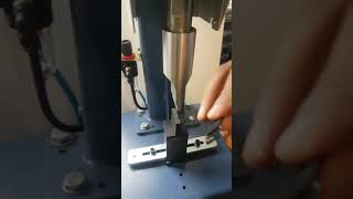 Ultrasonik Olarak İç Giyim Aski Kaynak Makinasi