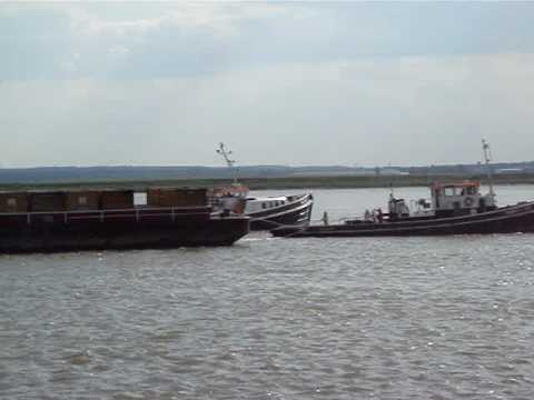 Tugs swapping their barges on the Thames