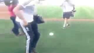 Криштиану жонглирует бейсбольным мячом