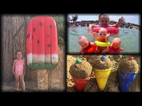 Prodajemo SLADOLED na plaži! Snimamo POD VODOM kupanje sa lutkicama u MORU!