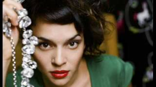 "Norah Jones ""Chasing Pirates"" Acoustic Live on SiriusXM"