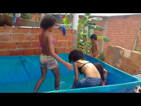 RICO vs POBRE na piscina