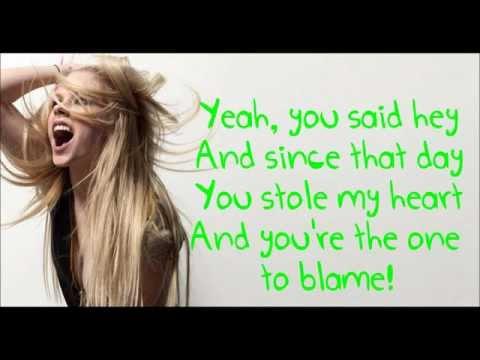 Avril Lavigne - Smile lyrics(HQ SOUND!!!!)