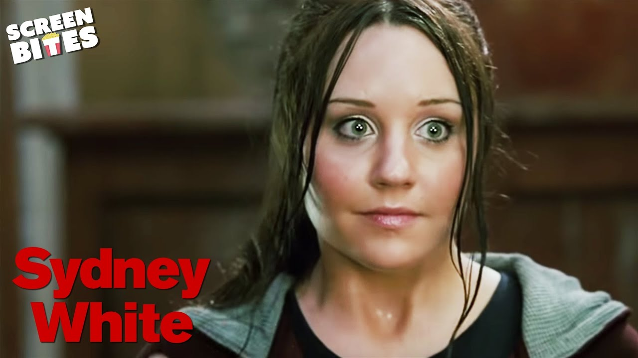 Download Sydney White: Sydney (Amanda Bynes) meets her new socially challenged room-mates