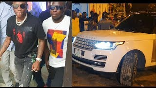 Star-Boy See how Beautiful Girls Rush Wizkid as he steps out of his 2019 Range Rover