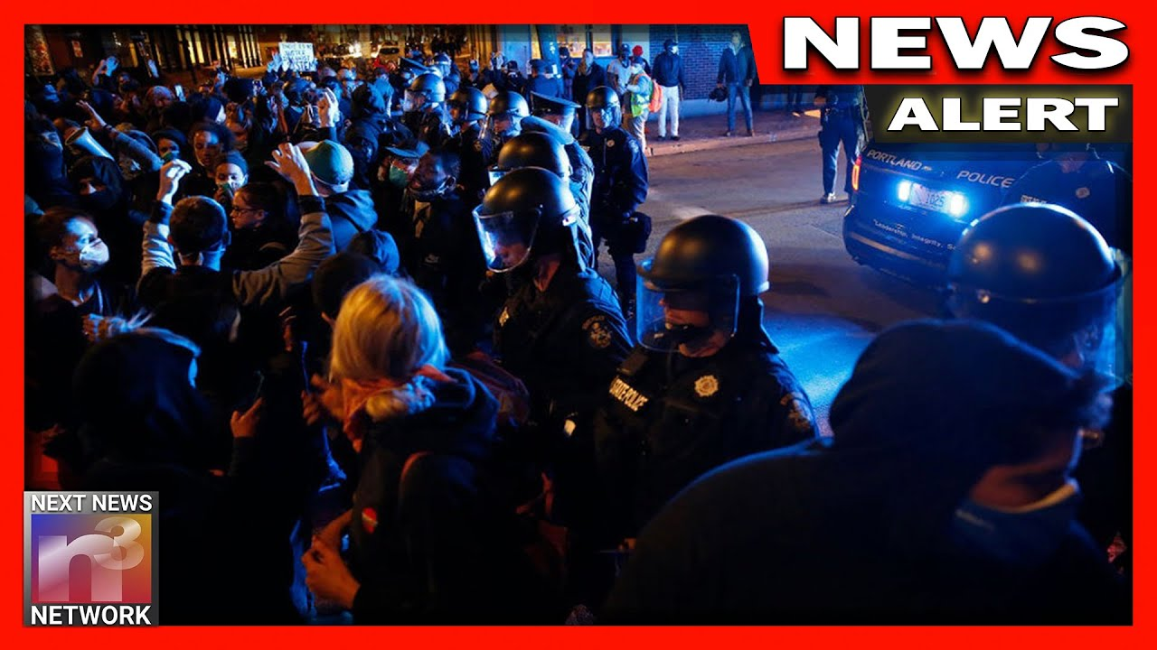 CHAOS in Portland! US Military Guarding Federal Courthouse From BLM Mob!