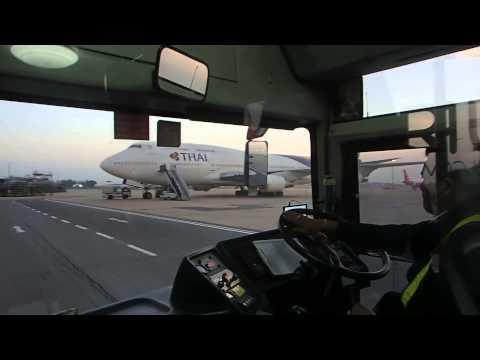 รถวิ่งส่งในสนามบินดอนเมืองของแอร์เอเซีย