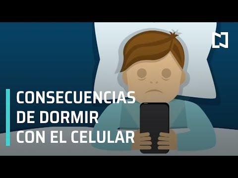 ¿Por qué no dormir con el celular?; consecuencia de dormir con el celular en la cama - A las Tres