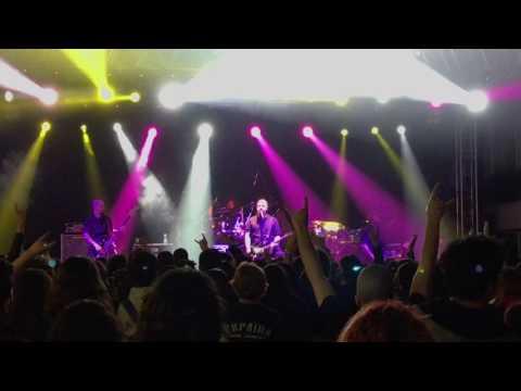 Pitch Black Process - halil ibrahim sofrasi cover live at izmir Arena HD