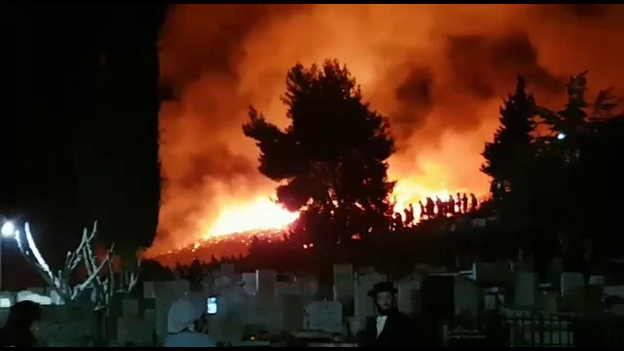 Massive Fire Breaks Out at Arizal's Kever in Tzfas | שריפה גדולה פרצה בסמוך לבית העלמין העתיק בצפת