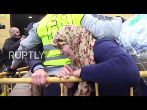 Spain: Moroccan traders continue to pass through new border crossing in Ceuta