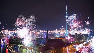 Insane fireworks over berlin / feuerwerke Über - new years eve silvester 2019 time lapse 4k