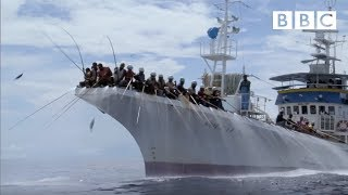 Fishing for tuna the old fashioned way | South Pacific - BBC