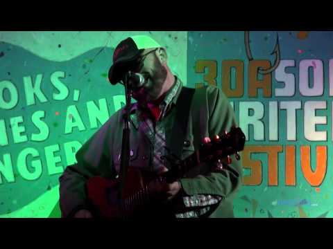 Corey Smith live performing Drinkin Again