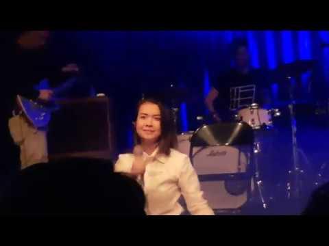 Mitski - Your Best American Girl live performance (Amsterdam)
