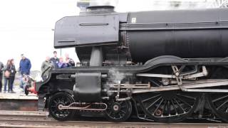 The Flying Scotsman leaving Carlisle station - (Amazing sound!)