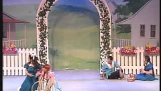 האסופית - הילדה שכולם רוצים לאמץ המחזמר 2004