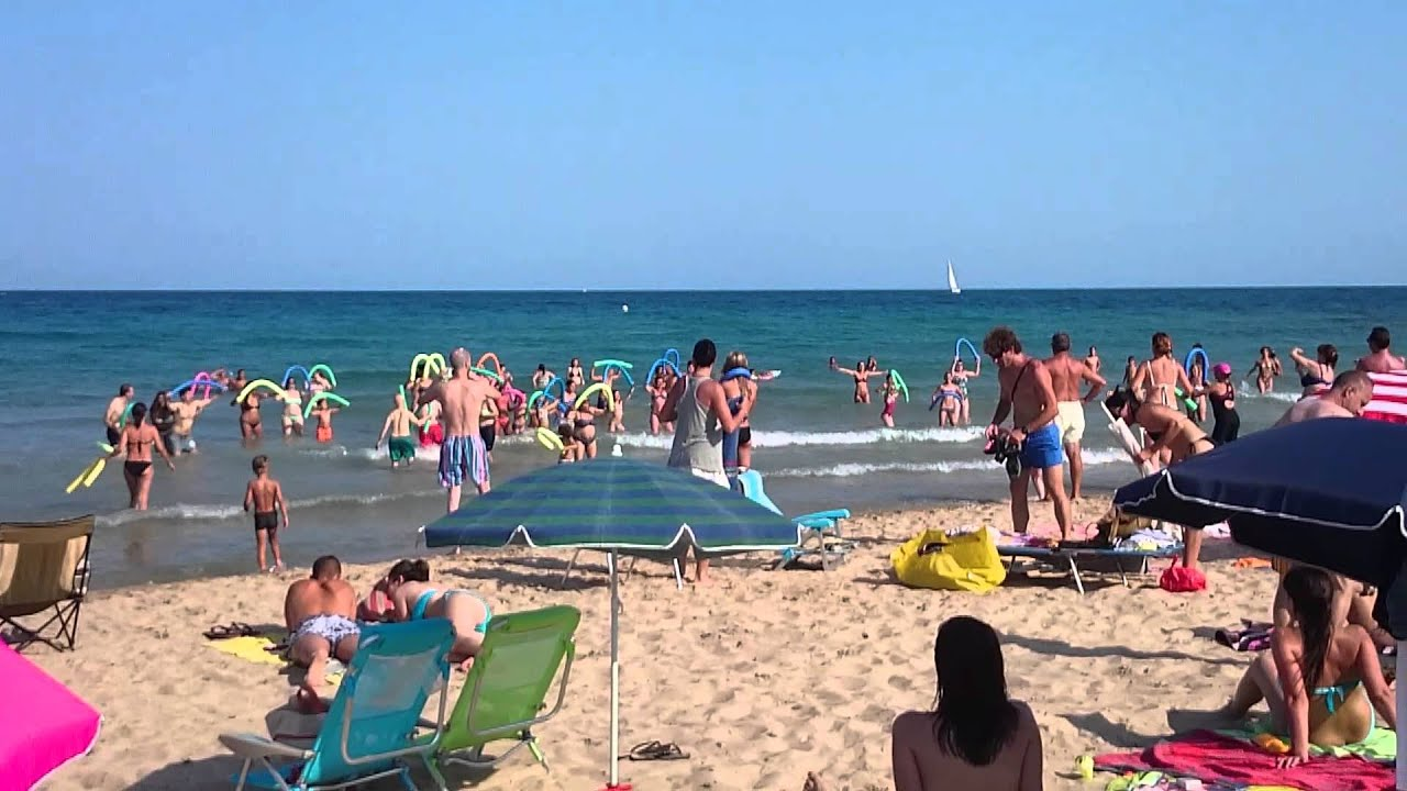This is almadraba beach hospitalet de l 39 infant youtube for Hospitalet del infant