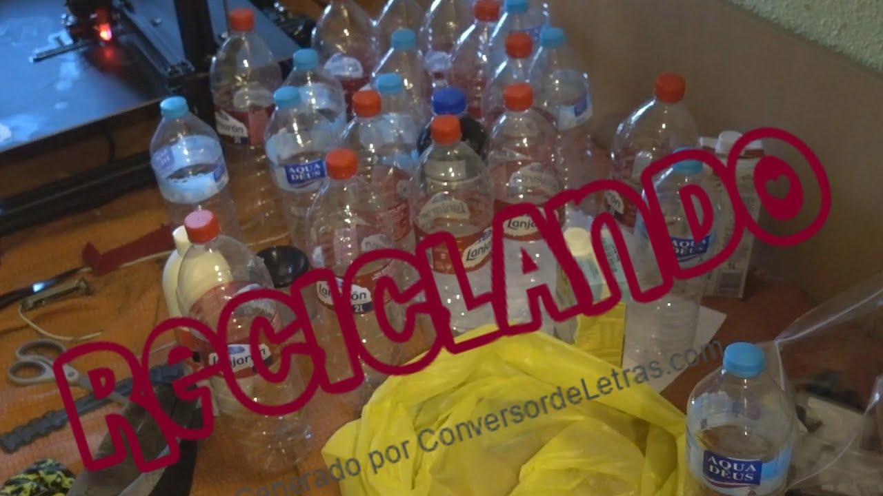 Como meter Veintitantas botellas en una bolsa de plástico para reciclar