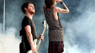 "ASKING ALEXANDRIA ""I Won't Give In"" - Warped Tour 2015"