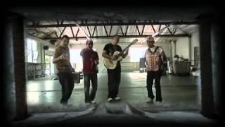 EL KOMANDER y LOS BUITRES - El Corrido del Invalido - Video Oficial