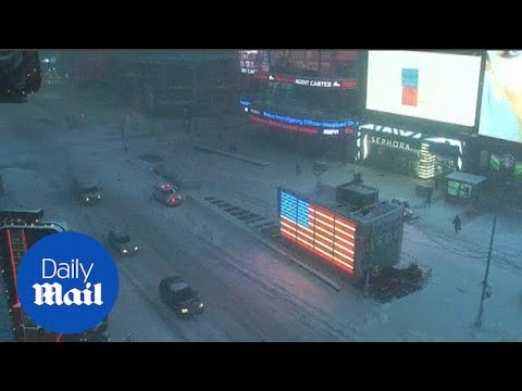 Time-lapse shows New York filling with snow - Daily Mail