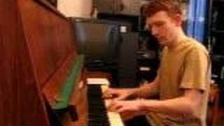 Петров играет джаз на пианино