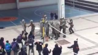 CARABINEROS DE CHILE entra a LICEO DE APLICACIÓN de una forma muy AGRESIVA