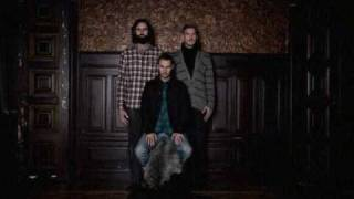 Miike Snow - Song For No One(Miike Snow is a Swedish band, who formed in 2007. The band consists of Andrew Wyatt, and the producing team of Christian Karlsson and Pontus Winnberg, ..., 2010-03-08T13:46:16.000Z)