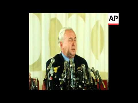 SYND 8 5 75 BRITISH PRIME MINISTER, HAROLD WILSON, AT PRESS CONFERENCE IN WASHINGTON