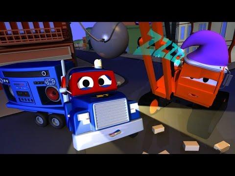 Carl el Super Camión y Dane la grúa demoledora somnámbulo en Auto City   Dibujos animados para niños