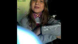 Девочка очень красиво поёт песню сломана!!!