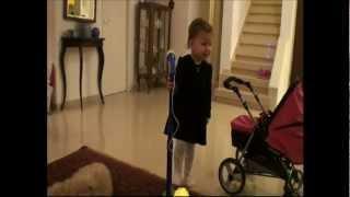 גל שרה הכי יפה בעולם והיא רק בת שנתיים ורבע.wmv thumbnail