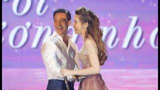 Kim Lý công khai hôn Hồ Ngọc Hà trên sân khấu