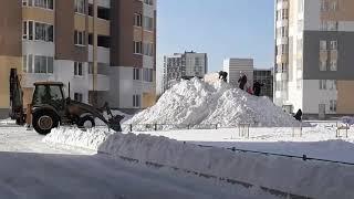 Опасная уборка снега в Верхней Пышме