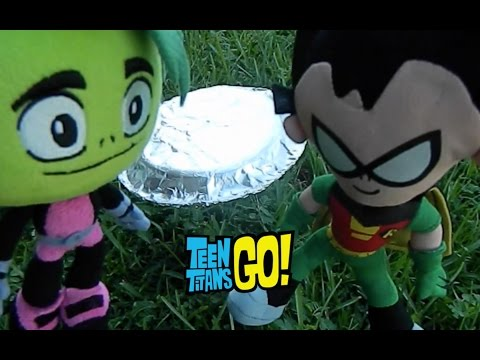 Teen Titans Go! Robin & Beast Boy Fight, See a UFO and Order Food