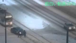 На Волгоградской водитель решил срезать и застрял на т