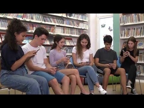 Download מחקר הטלפונים הגדול | מדוע הצעירים עושים הכל בטלפון - חוץ מלדבר?