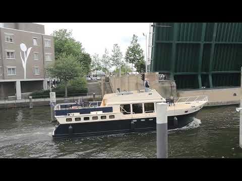 AMSTERDAM - Ejemplo de gestión del tráfico con un puente levadizo