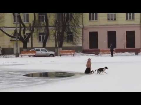 Мужик спас девушку