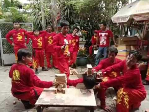 Mua Lan va mua Rong mung 2 tet 2013-Quy Ty