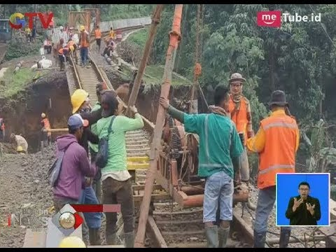 Petugas PT KAI Membuat Tiang Penyangga Jalur Kereta Bogor-Sukabumi yang Sempat Longsor - BIS 11/02