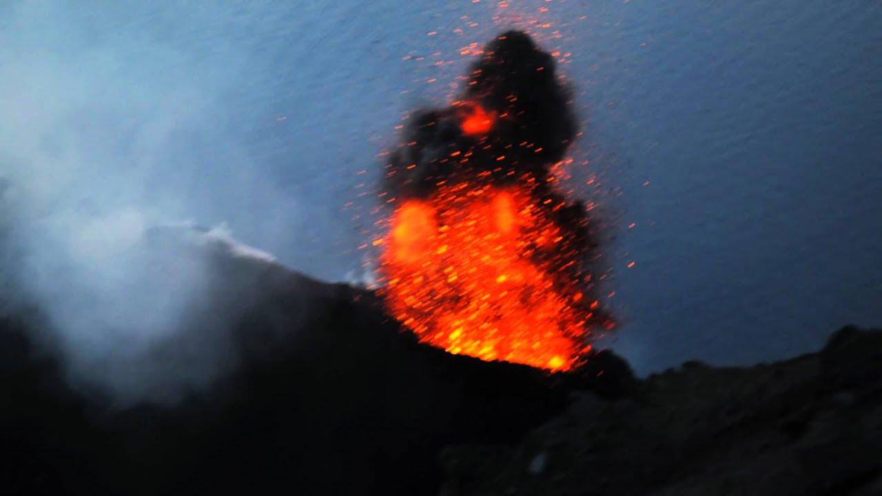 momentaufnahmen von eruptionen auf dem vulkan stromboli - youtube