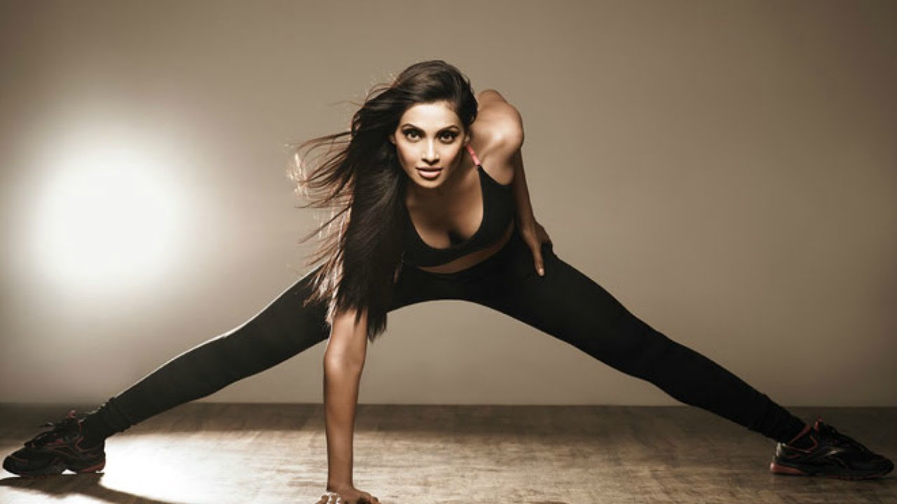 These 7 Bollywood actresses inspire us to embrace YOGA! 4