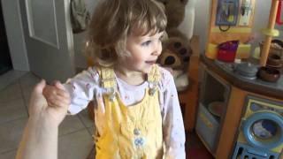 Donikkl Fliegerlied / Heut ist so ein schöner Tag - gesungen von Lena (2,5 Jahre alt)
