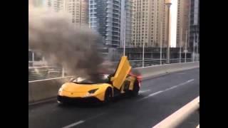 دبي: احتراق سيارة لمبورجيني قيمتها أكثر من نصف مليون دولار