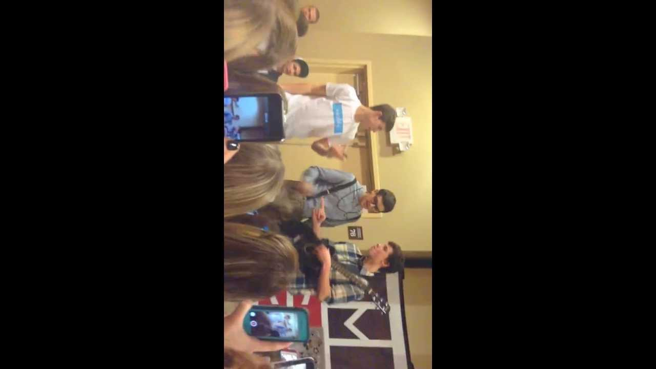 jack gilinsky1st time infront of crowd and shawn mendes